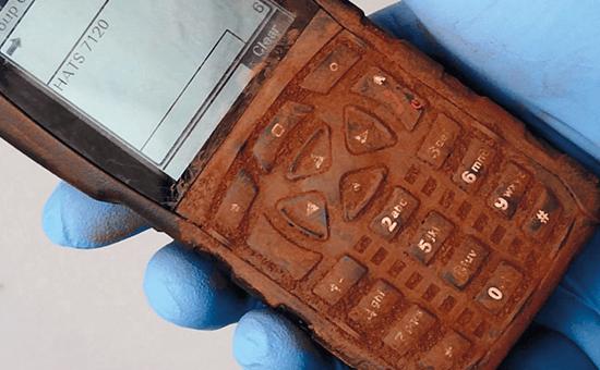 Verschmutztes Handfunkgerät