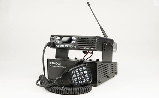 Betriebsfunk Kenwood Mobilgerät mit Lautsprecher-Mikrofon