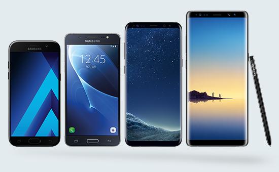 Smartphones in einer Reihe nebeneinander