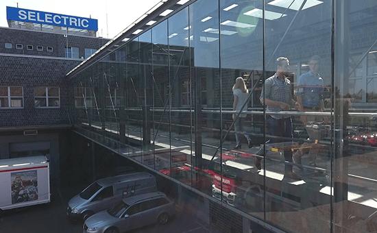 SELECTRIC Firmengebäude Brücke